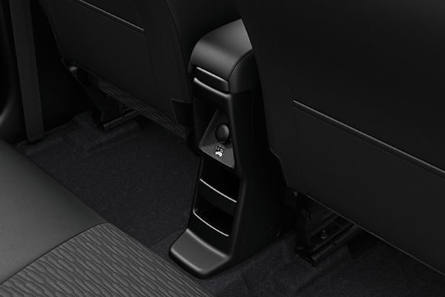second-row-accessory-socket-and-smartphone-holder